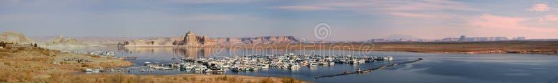 Früher Morgen-Panorama des Wahweap Jachthafens stockfotografie