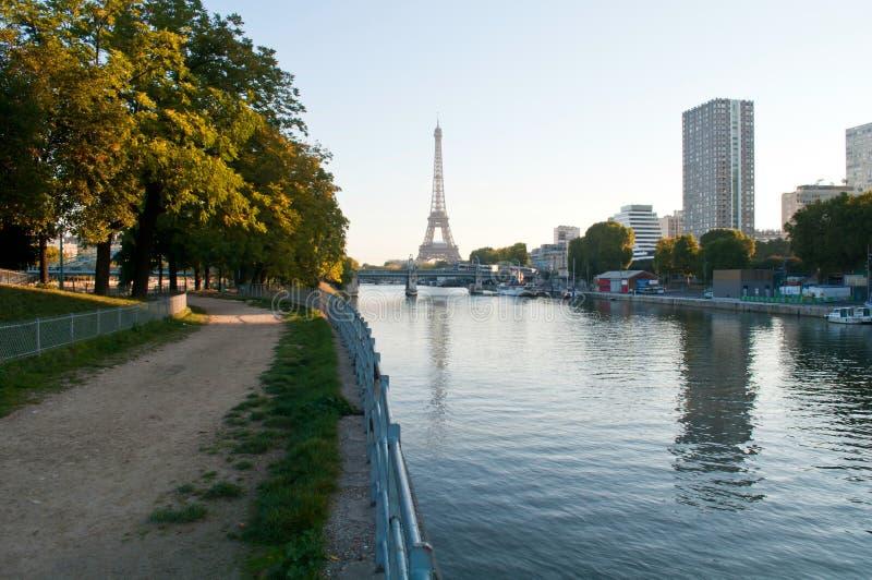 Früher Morgen in Paris lizenzfreie stockfotos