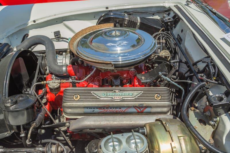 Früher Motor Ford Thunderbirds V-8 lizenzfreies stockbild