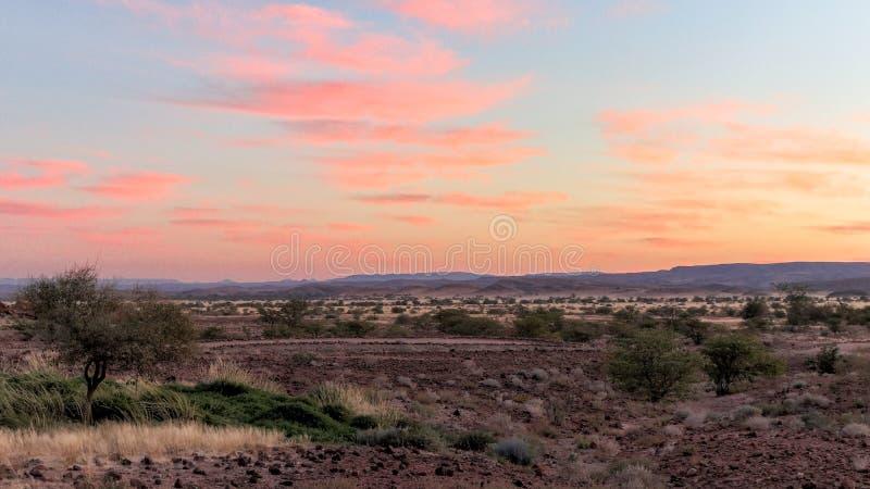 Früher Sonnenaufgang Twyfelfontein-Bereichs stockbild