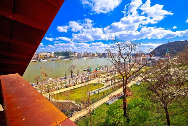 Frühjahrpanoramablick Ufergegend Budapests die Donau szenischer stockbilder
