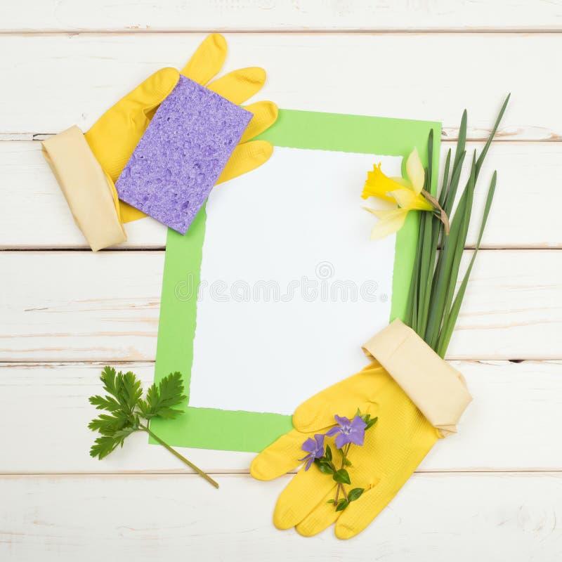 Frühjahrsputzkarte Für Liste Von Aufgaben Mit Blumen, Schwamm, Gelbe ...