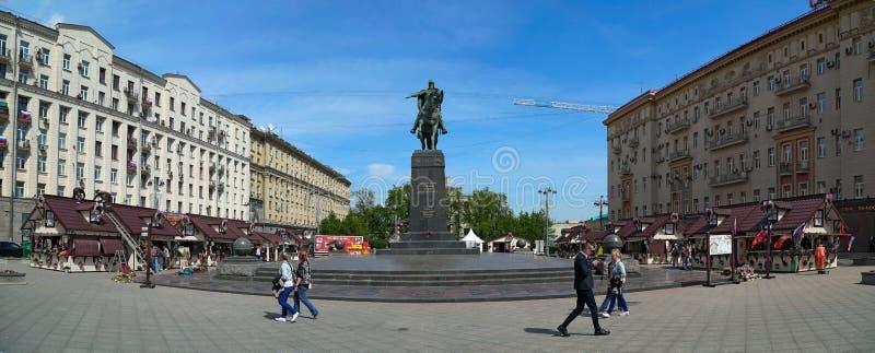 Frühling angemessen auf Tverskaya-Quadrat moskau Russland lizenzfreie stockfotografie