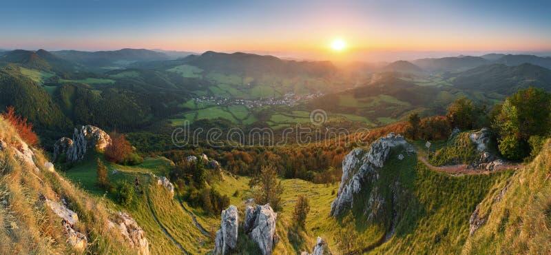 Frühling im Slowakei-Berg stockbild