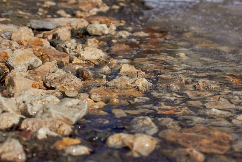 Frühling, stoun u. Wasser stockfotografie