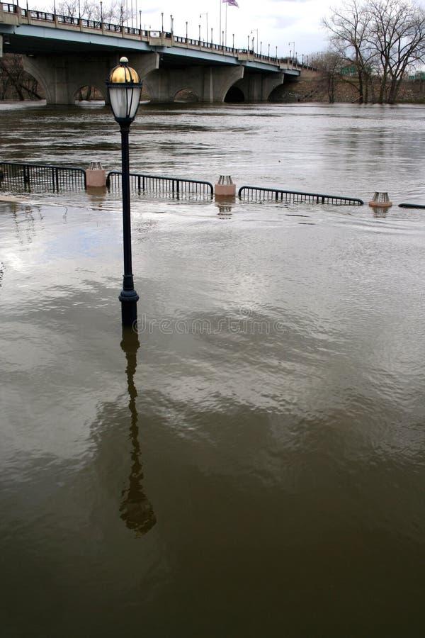 Frühlings-Überschwemmung auf Connecticut-Fluss stockfotografie