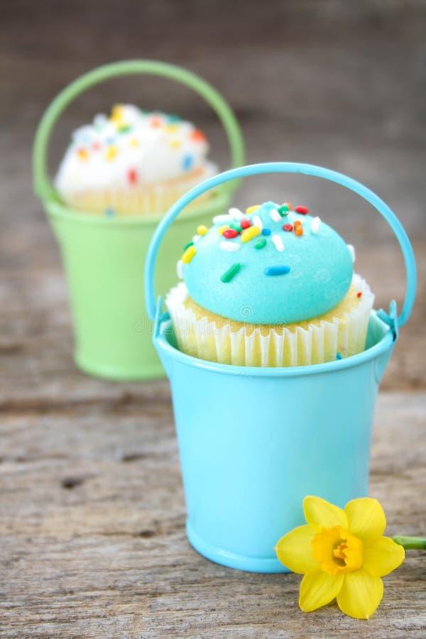 Frühlings-kleine Kuchen lizenzfreies stockfoto