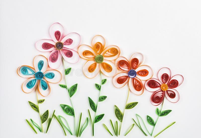 Frühlingsblumen machten Rüschen stockfotos
