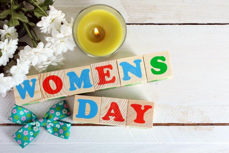 Frühlingsfeierzusammensetzung auf dem Thema des Tages der Frauen stockfotos
