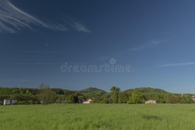 Frühlingsmorgen in Varnsdorf-Region stockfotos