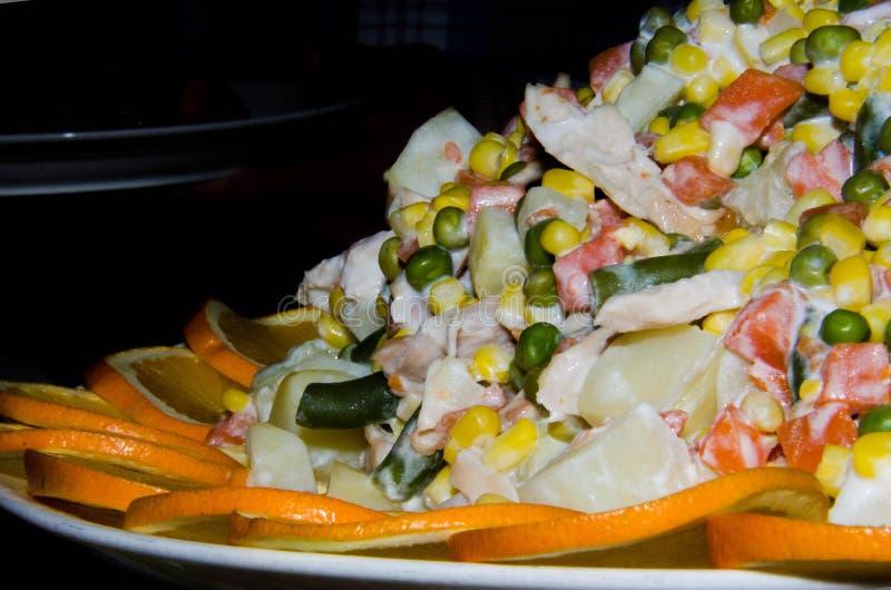 Frühlingssalat mit Mayonnaise lizenzfreie stockbilder