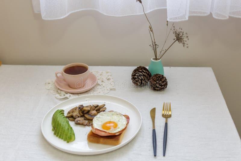 Frühstück auf der Tabelle stockbild