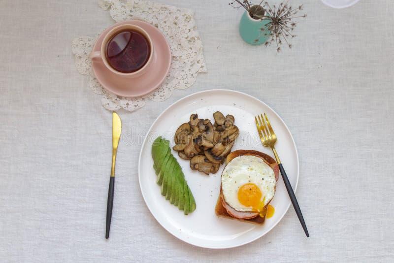 Frühstück auf der Tabelle lizenzfreie stockbilder