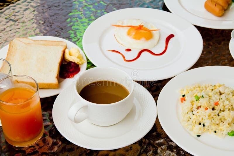 Frühstück auf der Tabelle. lizenzfreie stockbilder
