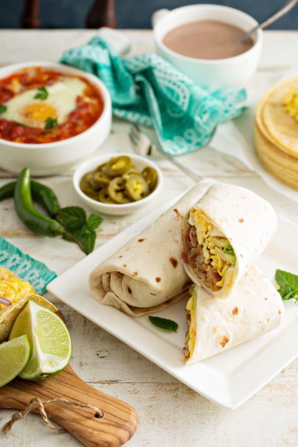Frühstück Burritos mit Eiern und Kartoffeln lizenzfreies stockfoto