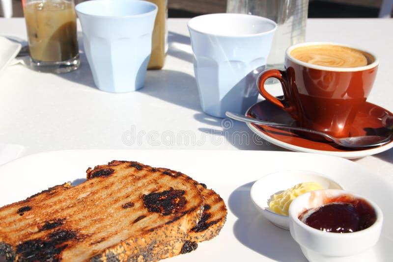 Frühstück diente am australischen Kaffee lizenzfreies stockbild
