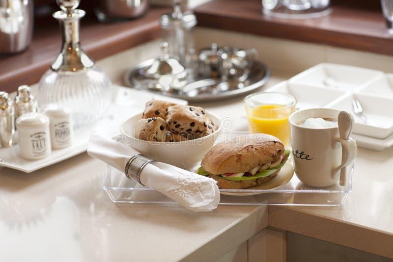 Frühstück gedient auf einem tray_ stockfoto