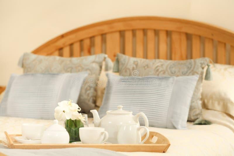 Frühstück im Bett stockfoto