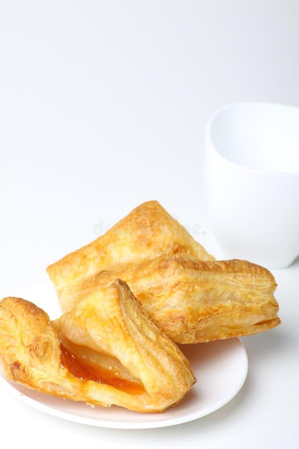 Frühstück mit Kaffee und Hörnchen lizenzfreies stockbild