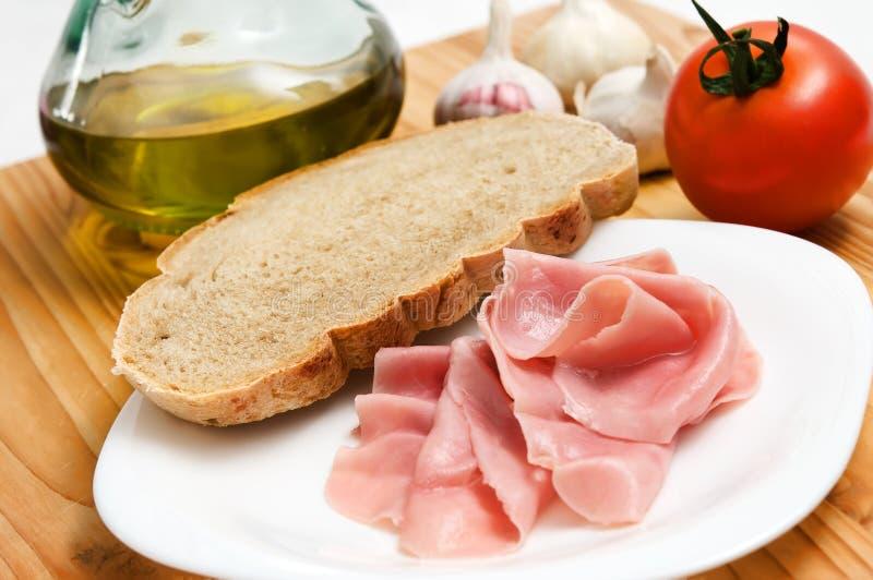 Download Frühstück mit Schinken stockbild. Bild von nahrhaft, schinken - 9086365