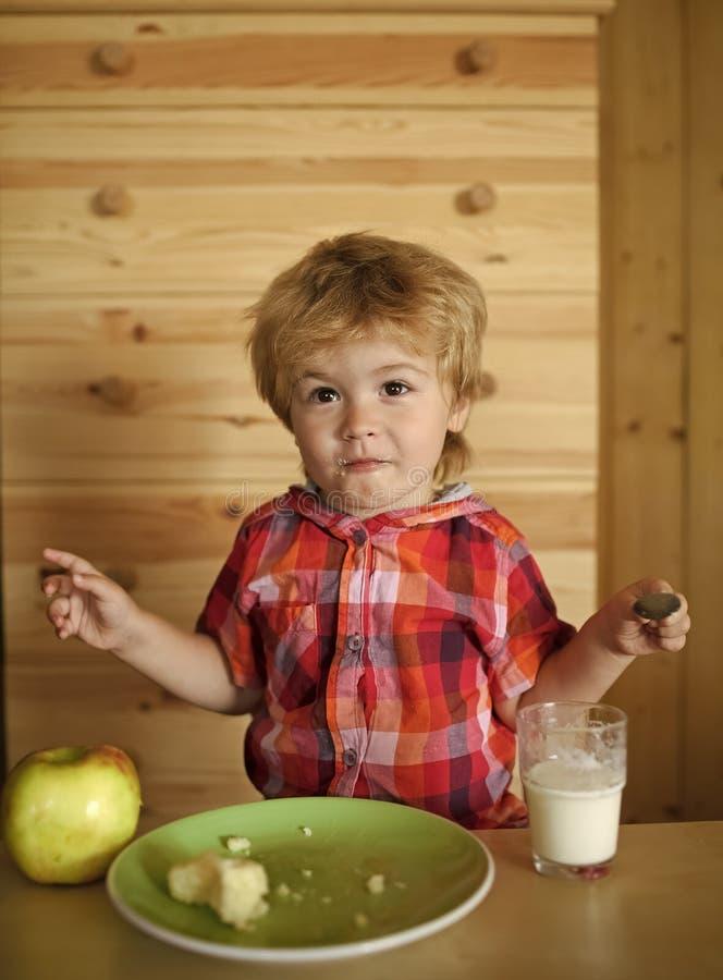 Frühstück, Morgen, Familie lizenzfreies stockfoto