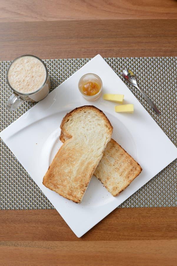 Frühstück stellte in Malaysia ein, das dem Tarik und aus dem Toastbrot besteht stockbilder