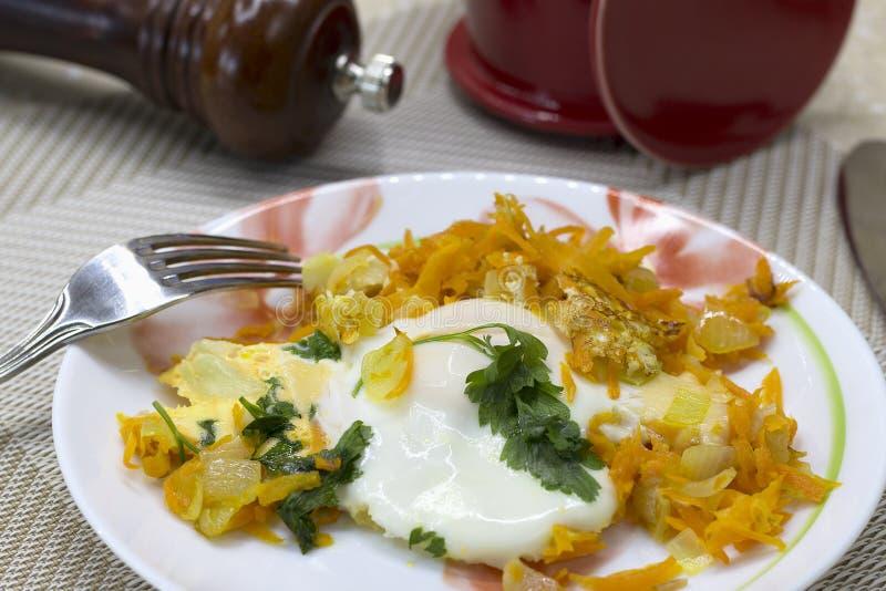 Frühstück von durcheinandergemischten Eiern lizenzfreies stockfoto