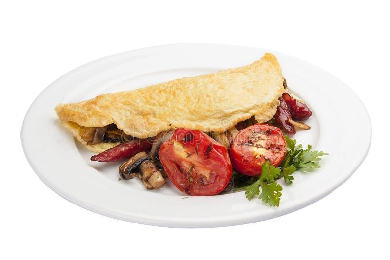 Frühstücks-Omelett mit Wurst und Tomaten lizenzfreies stockbild