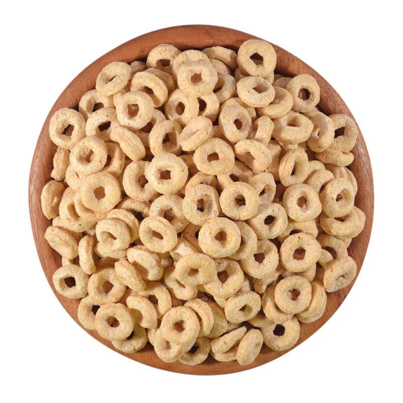 Frühstückskost aus Getreide schellt in einer hölzernen Schüssel auf einem Weiß stockfotografie