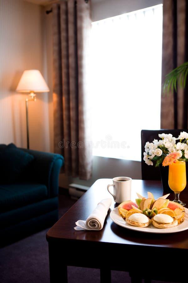 Frühstückstisch im Hotel lizenzfreies stockfoto