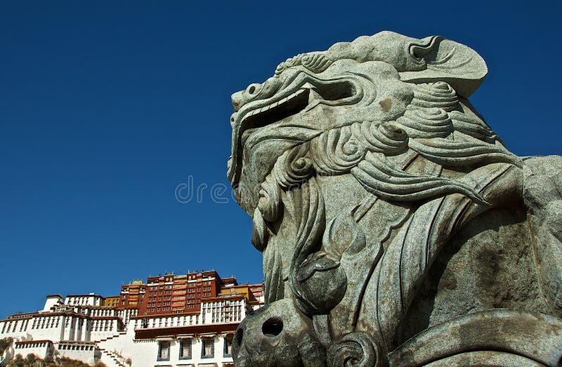 främre sten för lionslottpotala fotografering för bildbyråer