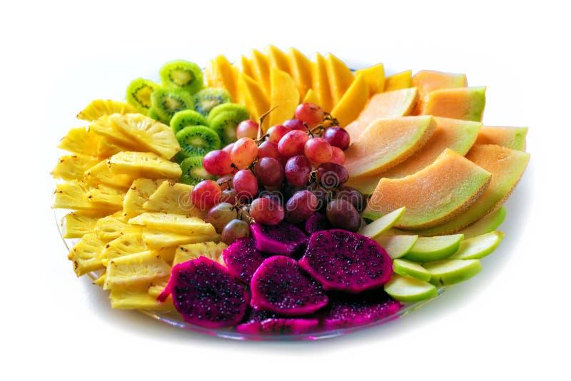 Fr?chte Rote pitaya Drachefrucht, Ananas, Trauben, Mango, Melone, verschiedene tropische Früchte lokalisiert auf weißem Hintergru lizenzfreie stockfotografie