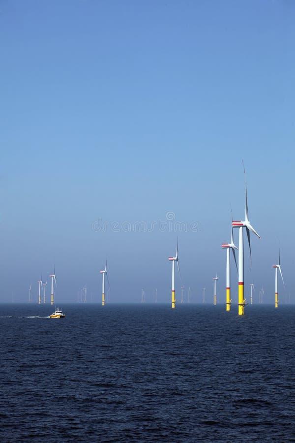 Fr?nlands- vindlantg?rd Elektricitet för en hållbar utveckling och en framtid arkivfoton
