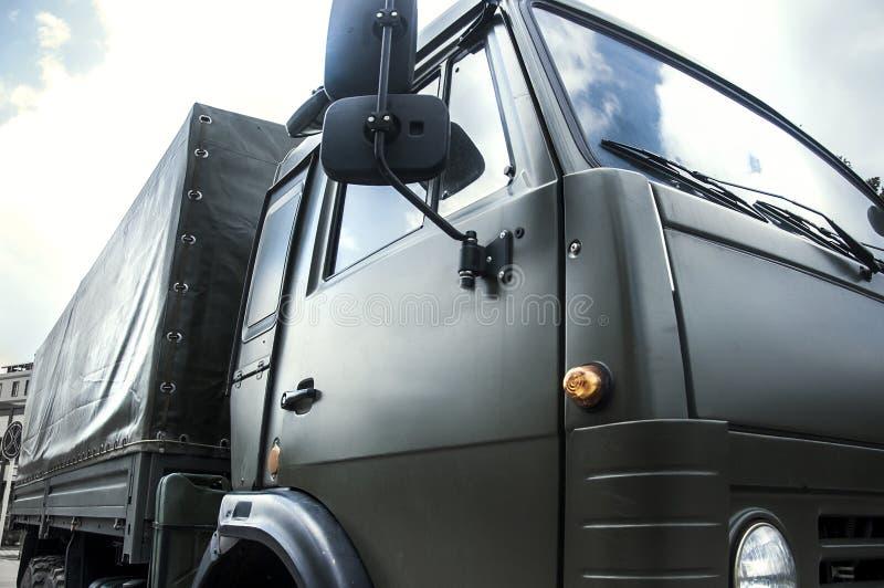 Fracht, Auto, großes Gewehr LKW Behälterder militärwaffen-Maschine lizenzfreie stockfotografie