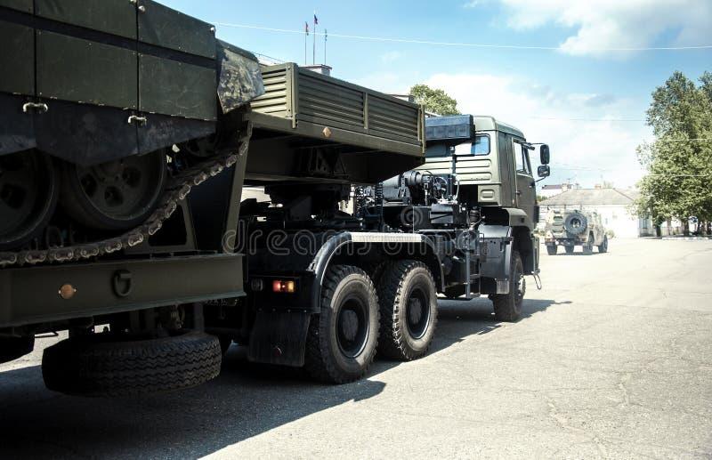 Fracht, Auto, großes Gewehr LKW Behälterder militärwaffen-Maschine stockfotografie