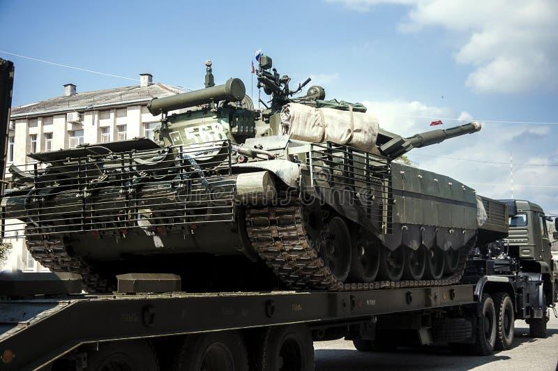 Fracht, Auto, großes Gewehr LKW Behälterder militärwaffen-Maschine stockfoto