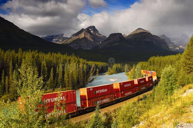 Fracht befördert Transport, Containerzug mit dem Zug stockbild