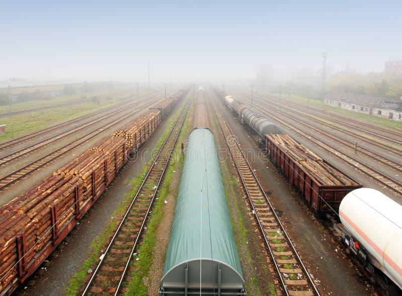 Fracht-Station mit Serien - Ladungtransport lizenzfreie stockfotos