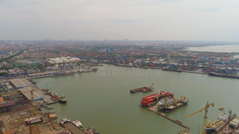 Fracht- und Passagierseehafen in Surabaya, Java, Indonesien stockbild