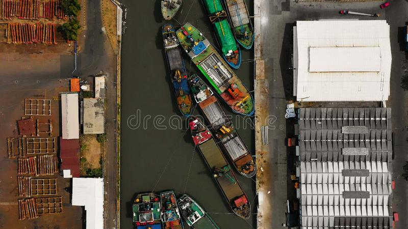 Fracht- und Passagierseehafen in Surabaya, Java, Indonesien stockfoto