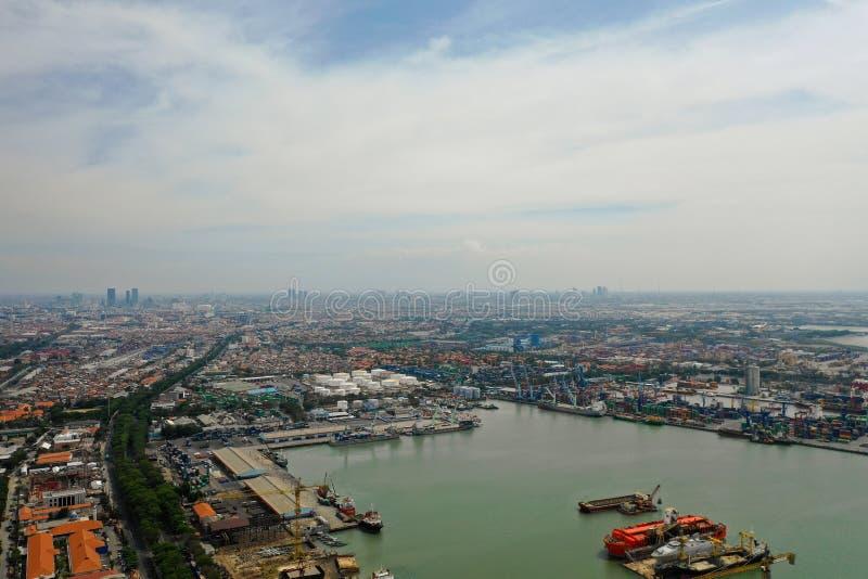 Fracht- und Passagierseehafen in Surabaya, Java, Indonesien stockfotografie