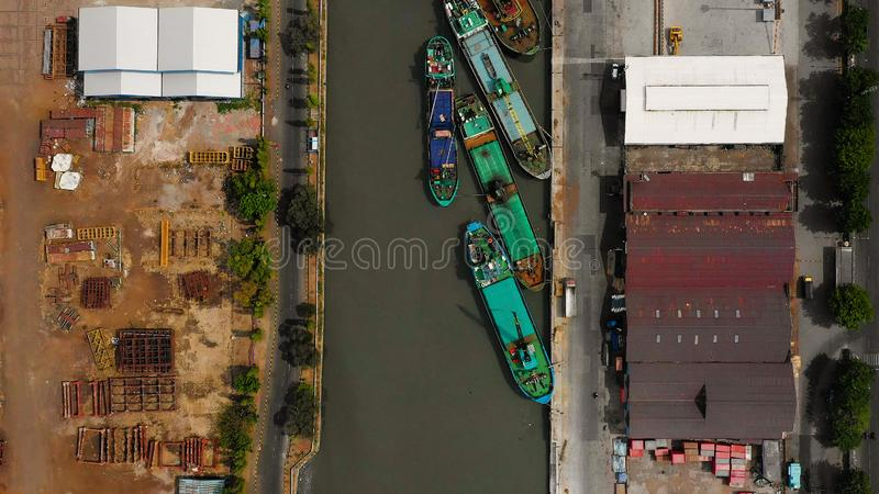 Fracht- und Passagierseehafen in Surabaya, Java, Indonesien lizenzfreie stockfotos