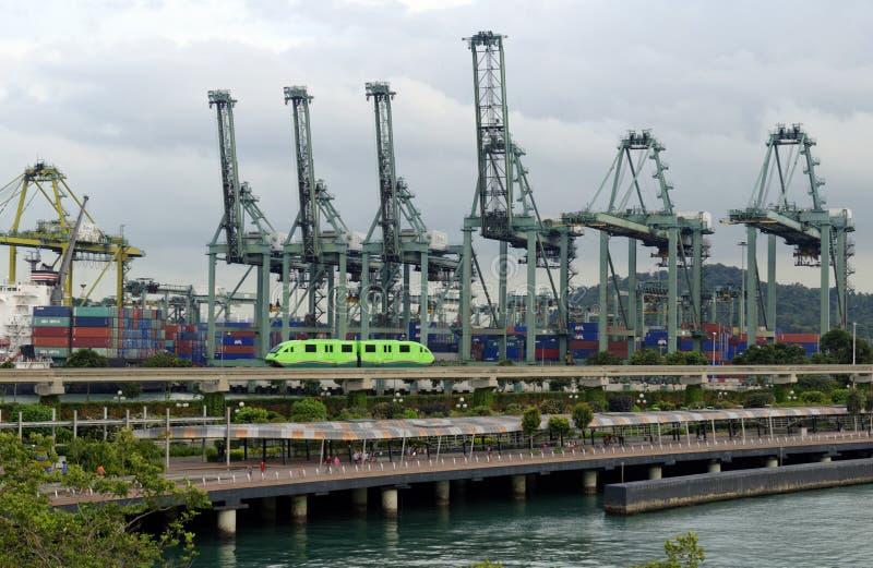 Frachtkräne im Hafen stockfotografie
