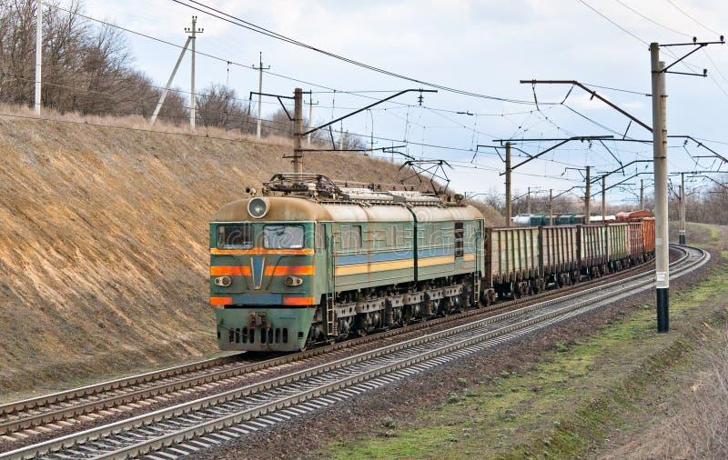 Frachtowy elektryczny pociąg fotografia royalty free