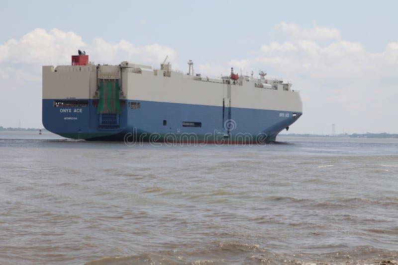 Frachtschiff C&D Kanal lizenzfreie stockfotografie