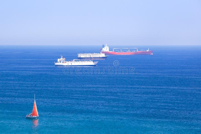 Frachtschiffe im Mittelmeer, Spanien, stockbild