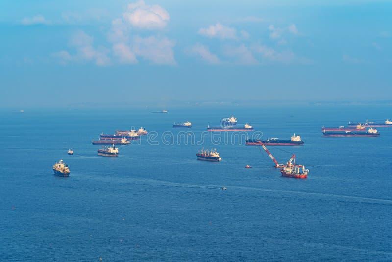 Frachttanker im Transportkonzept Versandboote an stockbilder