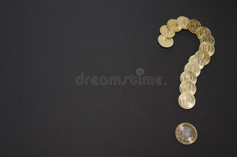 Fragezeichen mit Beschaffenheit des Dollars getrennt auf weißem Hintergrund Rubel prägt Fragezeichen Element des Finanzdesigns stockbilder