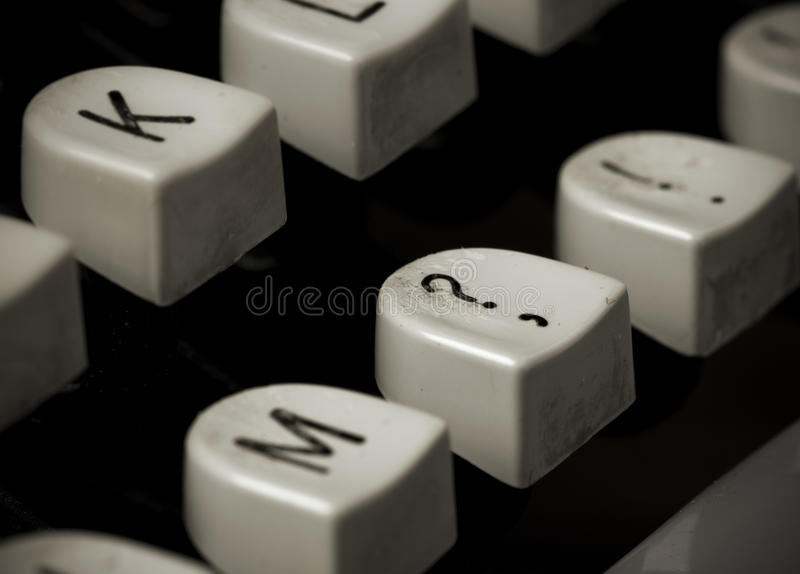 Fragezeichentaste der alten Schreibmaschine lizenzfreie stockfotografie
