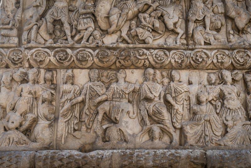Fragment av bågen av Galerius och rotundan royaltyfri foto